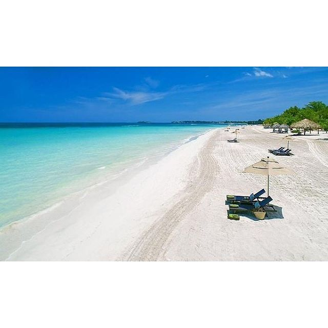 【umigasuki_h28】さんのInstagramをピンしています。 《エメラルドブルーの海と白い砂浜が美しい7マイルビーチ 🌊✨ #ジャマイカ #ネグリル #セブンマイルビーチ #海 #カリブ海 #エメラルドブルーの海 #白い砂浜 #美しいビーチ 7 miles of beaches where the sea of the emerald blue and a white sandy beach are beautiful 🌊✨ #jamaica #negril #sea #7milesbeach  #caribbeansea #emeraldbluesea #whitesandbeach  #beautifulsea》