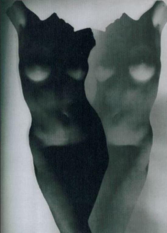 Heinz Hajek-Halke, UNTITLED (BLACK AND WHITE NUDE), c. 1930 ~ETS #vintagephotography #femalenude #blacksbdwhite