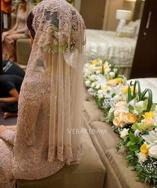 #veil #weddingdress #weddinggown #kebaya #pengantin #akadnikah #lace #beads #swarovski