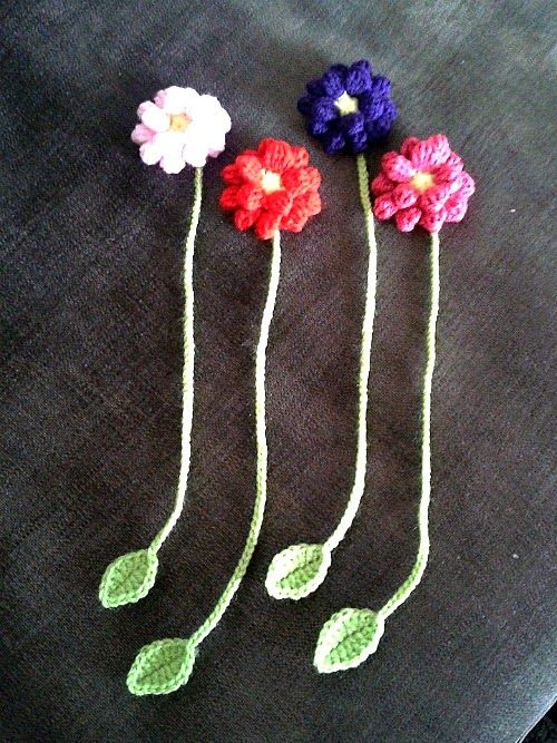 Dahlia Flower Bookmark - free patterns by My Hobby is Crochet Blog. With links to the patterns used.