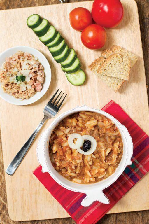 Υλικά (Για 4-5 άτομα)  1 ½ φλ. φακές Lisko, 1 κύβο για όσπρια, ½ φλ. κριθαράκι, 4-5 κλωναράκια σέλερι, 1 μεγάλο καρότο, 2 μέτρια κρεμμύδια, 4 κουταλιές ελαιόλαδο, 1 ... Read More