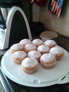Muffin light Bimby, senza burro e con poco zucchero.Scegliendo il gusto dello yogurt si fanno alla fragola, alla banana o come piace a voi. Ingredienti: ...