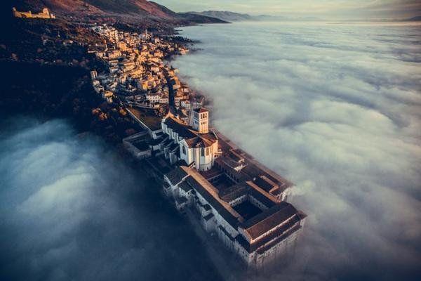 雅虎科技新聞: 2016最佳無人機攝影作品 - Yahoo奇摩新聞 - 義大利翁布里亞,聖弗朗西斯科教堂