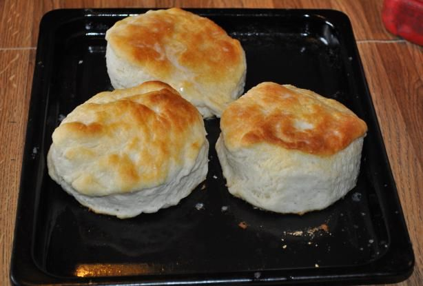 Cracker Barrel Old Country Store Biscuits from Food.com:   								I like these because they are so quick and easy. Even though you use Bisquick, they don't come out tasting like Bisquick or like baking powder. I always have to double the batch to make sure I get some!