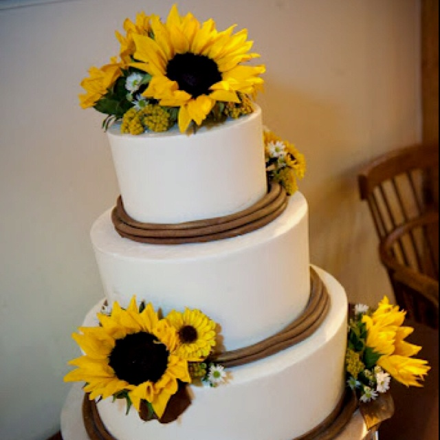 wedding cake ideas with sunflowers 220 best moss green wedding images on bridal 22947