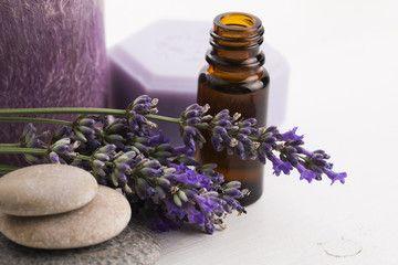 Benessere é un bagno rilassante e profumato con 10  gocce di olio essenziale alla lavanda aggiunto a 2 cucchiai di bagnoschiuma neutro