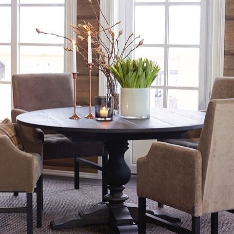 Pedestal table from SIGNATURE COLLECTION by Halvor Bakke