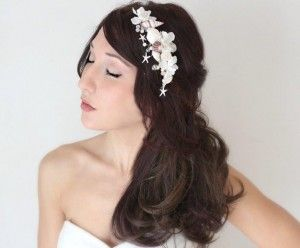 Coquillages Pearl crystal, seashell and floral bridal comb. A stunning handcrafted piece perfect for the casual beach bride. Many different styles can be achieved. $69.95 including gift box and FREE shipping in Australia. http://www.fascinatorsdirect.com.au/bridal/oquillages-bridal-comb.html