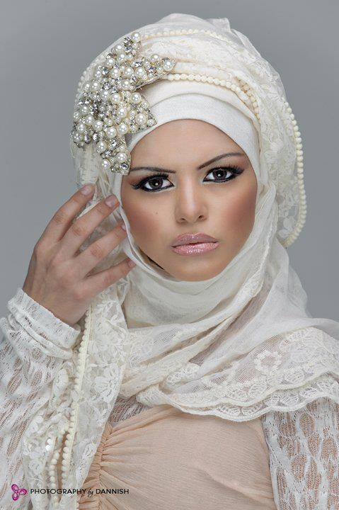too much make-up but nice jewels on the hijab! https://www.lokmanavm.com/