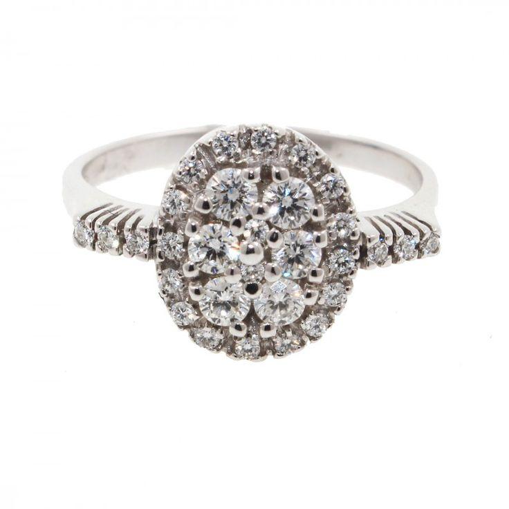 Anillo Blanco con diamantes  tipo roseton oval