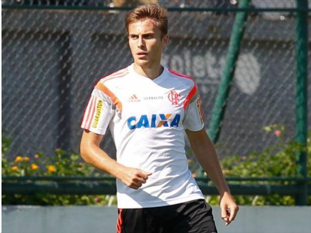 Dispensado do Flamengo e renegado no Grêmio zagueiro ressurge como capitão no Tricolor