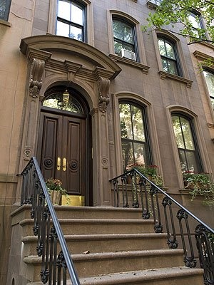 Ahhh Carrie Bradshaws NY apt......4 sale ..only 9 million... Me want with her closet, shoes, creative writing and of course..Mr. Big or Aiden in the bed lol