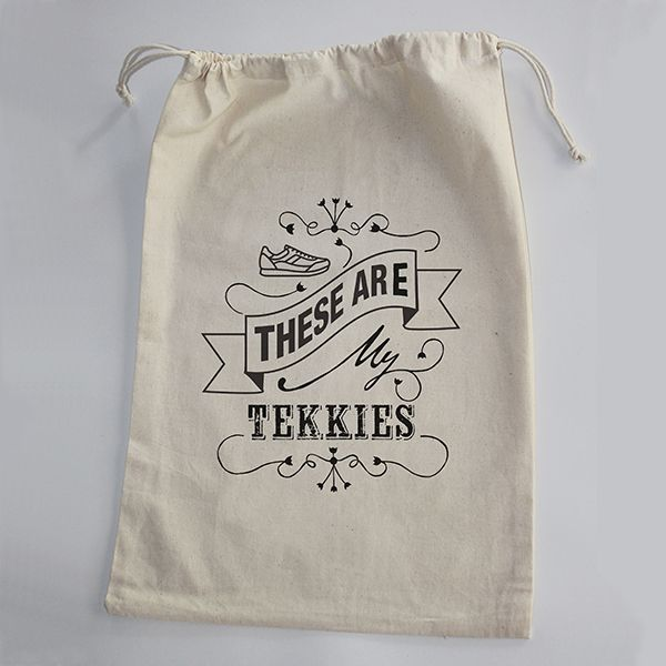 100% Cotton Shoe Bag for Tekkies. No problem if they are dirty. Just pack them in and wash the bag when you get home. Easy peasy!