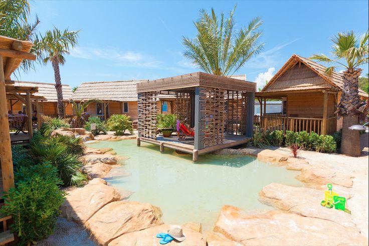 Les far s c t jardin sont situ en bord de lagon au c ur for Camping hortus le jardin de sully