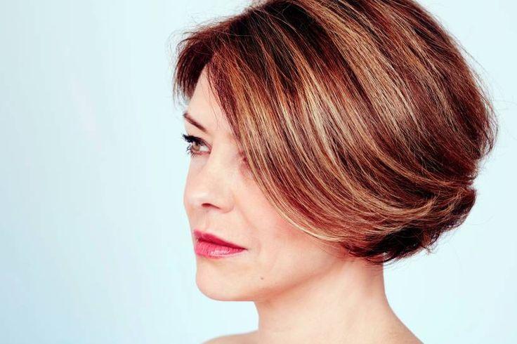 Trendige Kurzhaarfrisuren für Frauen über 40 - Kurzhaarfrisuren liegen für Frauen ab 40 voll im Trend. Wir zeigen Ihnen die tollsten Schnitte zur Inspiration für den nächsten Friseurbesuch.