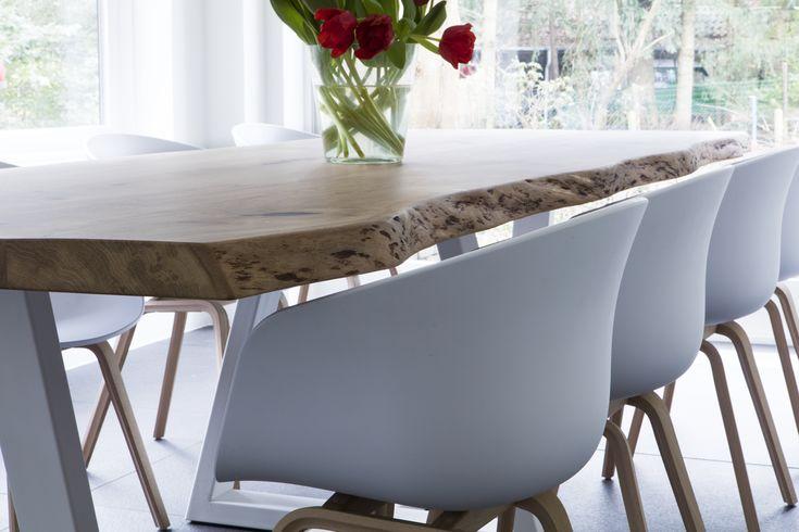 Interieur | Zwaartafelen – stoere tafels op maat. Ambachtelijke meubels met liefde gemaakt. Waar vind je die nu nog? Laat staan dat je meubels vindt die stuk voor stuk uniek zijn. Een bedrijf dat altijd met passie bijzondere meubels maakt, is 'Zwaartafelen'. Voor mij als interieurontwerper zeker geen onbekende in het vak. Regelmatig hoor ik 'in de wandelgangen' dat als ik echt een unieke 'zware' tafel zoek, ik zeker eens in de huiselijke showroom in Amersfoort moet gaan kijken. Zwaartafelen…