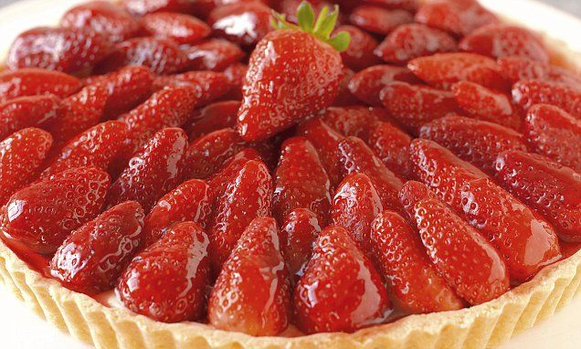 Straight from the Great British Bake Off, eight mouthwatering sweet tart and pie recipes. Including French strawberry tart, American Baked cheesecake, and sticky treacle tart.