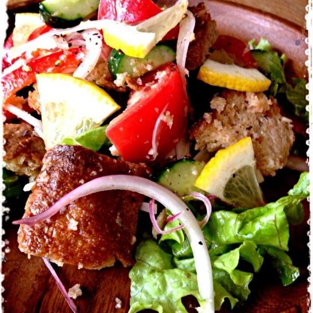 イタリアのトスカーナ地方のお料理です。 バジル収穫したのに入れるの忘れたぁー(((;꒪ꈊ꒪;))) - 115件のもぐもぐ - パンツァネッラ♪ by mizunoa