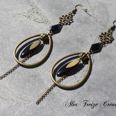 Bijou créateur - boucles d'oreilles pendantes bronze antiques estampes et breloques créoles gouttes plumes sequins émaillés noir