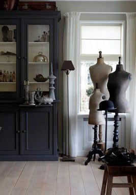 Try Farrow and Ball Railings for the cupboard colour, and Farrow and Ball Ammonite for the walls (image via Pinterest).