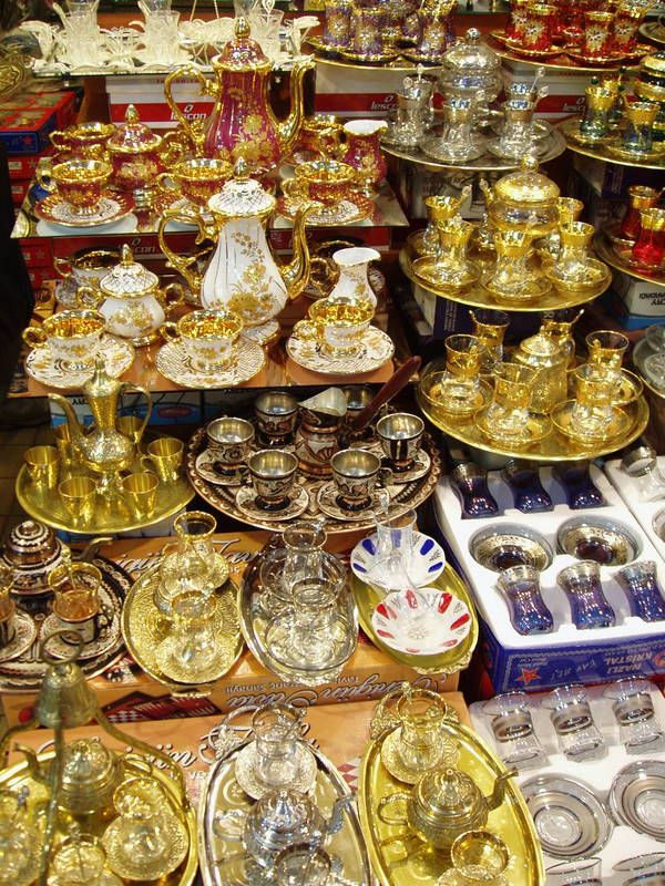 Grand bazar - Istanbul, a multitude of tea sets
