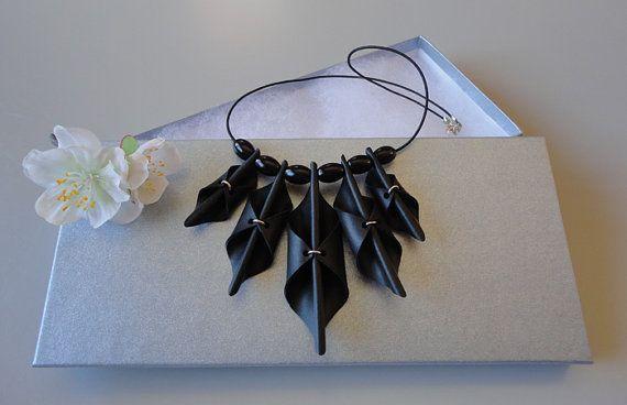 Black necklace. por AnnesSierraad en Etsy