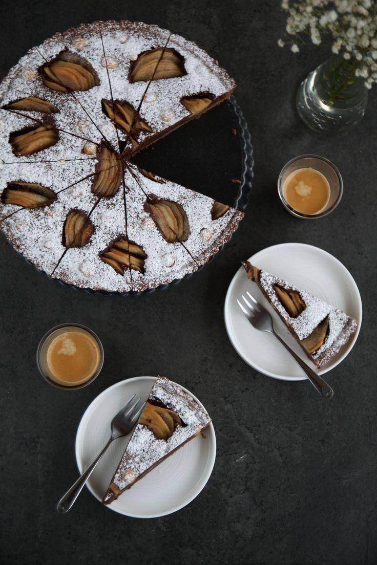 Crostata al cioccolato, pere e nocciole