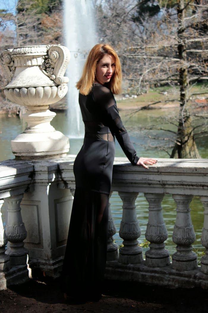 Blogger de moda /http://mssdreamer.blogspot.com.es/2014/02/electric-soul.html) vistiendo un vestido largo MotuFashion.