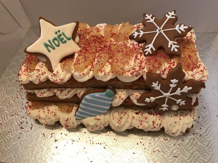Christmas spice cake with light cream and caramelized pear