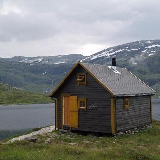 Mountain cabin in Hardanger, Norway. https://www.inatur.no/hytte/53e51e49e4b0b7e0cf4dea6e/fjellhytte-i-hardanger | Inatur.no