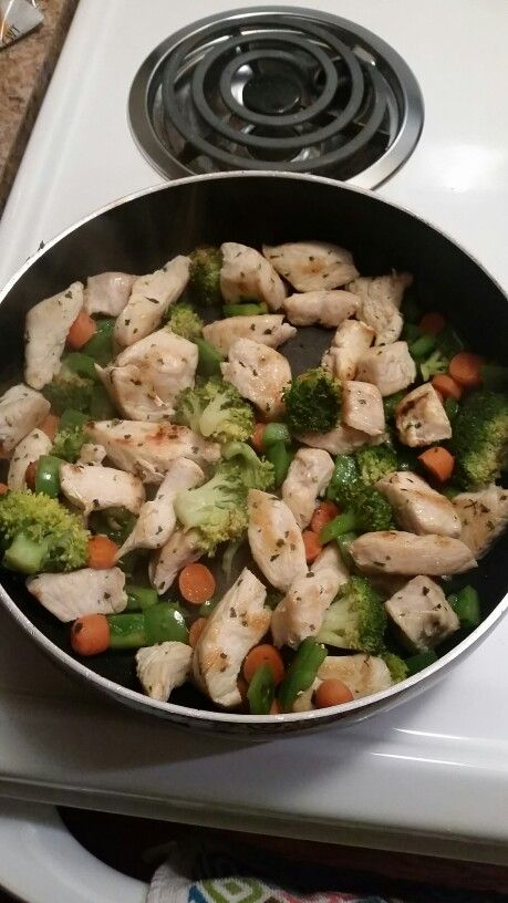 Saba 60 Approved!  Homemade stir fry.. chicken, broccoli, carrots, green peppers!