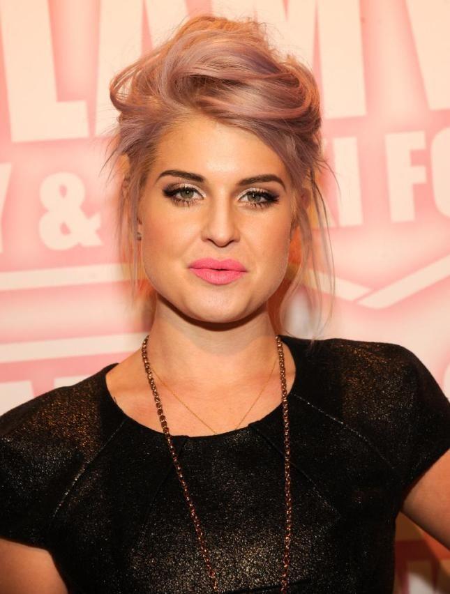 Pink lips (Viva Glam Nicki) -> Not in love (yet)