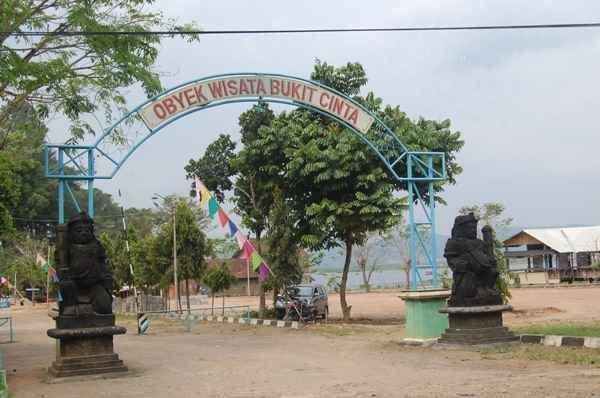 Bukit cinta adalah salah satu tempat wisata yang ada di daerah Ungaran, Jawa Tengah. Wisata bukit yang terletak di pinggir Rawa pening ini menyuguhkan pemandangan air di sekitar Rawa Pening dan bukit Brawijaya yang terbentang hijau. Tempat wisata bukit cinta ini dinamakan demikian karena sering digunakan oleh pasangan muda mudi untuk berkencan atau memadu cinta.