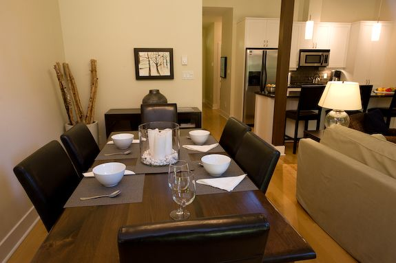 Tanglewood Beach Home Unit 37 in Parksville located right on Rathtrevor Beach, renowned for its magnificent beauty and miles of soft sand and safe, warm salt water swimming... This open dining area invites everyone to come together and enjoy a great  family dinner!