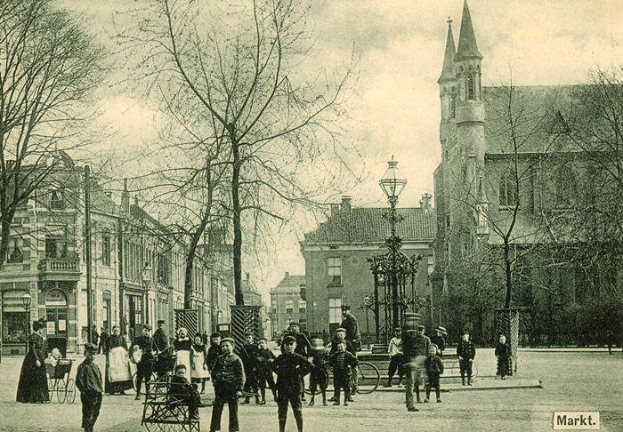 Enschede1910 - G Markt Oude Markt - Fontijn met R.K. Kerk.
