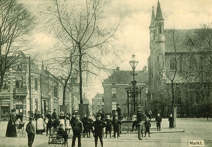 Enschede1910 - G Markt Oude Markt - Fontijn met R.K. Kerk