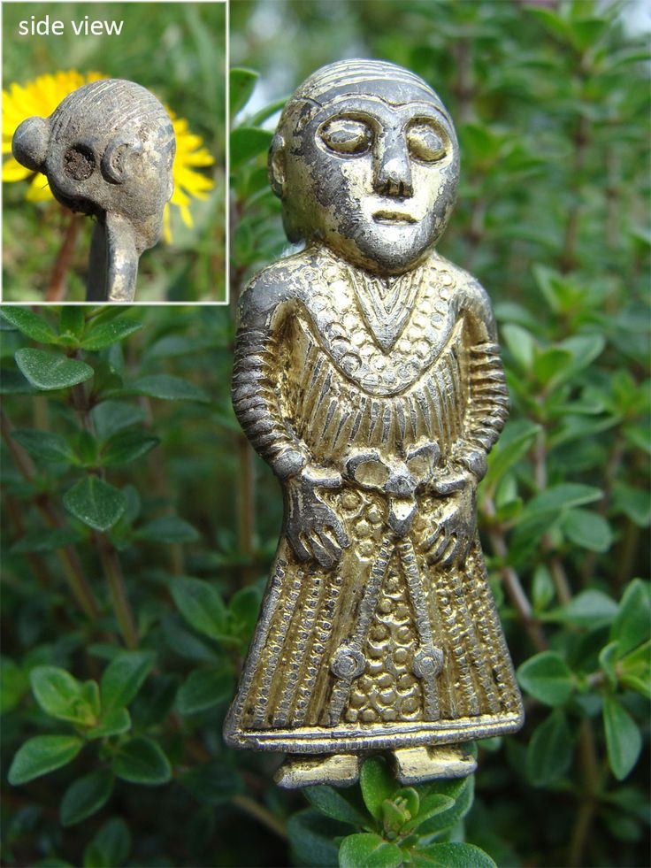 A newly discovered female figurine amulet from Revninge in the east of Denmark represents a very interesting find due to her remarkably detailed Viking Age dress.