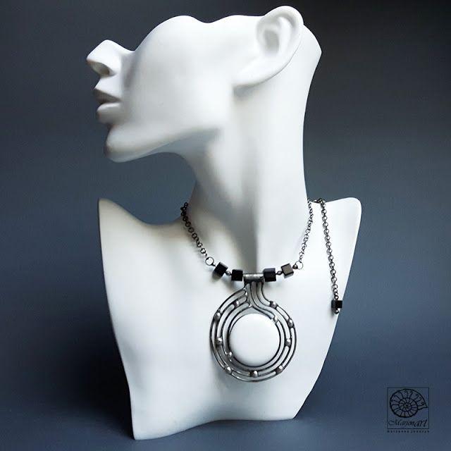 Pracownia Artystyczna Marjonart: 307 Biały i sześciany - naszyjnik,ожерелье,kolia ,necklace,wais,white,jewelr,jewel,jewellery ,bijoux,ювелирныеизделия,design ,jewelrydesigner,art,accessories,presents ,handmade,biżuteria,rękodzieło ,handmadejewelry,oxidized,vintage,glass ,silver,exclusive,fashon,moda