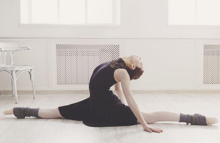 脚を前後に180度開脚するストレッチなどの方法をお伝えします。日本ストレッチング協会の公認インストラクターでバレエ講師の先生がご紹介する方法なので、安全で確実です。