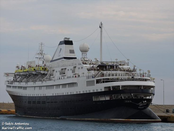 Το Azores πλευρισμένο στον Πειραιά. 23/09/2015. (Στις 25/07/1956 στις 11.10 το βράδυ, μέσα σε βαριά ομίχλη, Με το όνομα Stockholm, συγκρούστηκε με το ιταλικό κρουαζιερόπλοιο Andrea Doria, το οποίο βυθίστηκε).