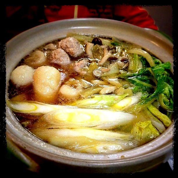 今日は比内地鶏スープと比内地鶏のつみれを使った本格きりたんぽ鍋♡ 寒くて凍えた身体もぽっかぽかになりましたっ(•⚗ั౪⚗ั•) それにしても早い夕飯だったなぁ…。 - 48件のもぐもぐ - きりたんぽ鍋♡ by k3happy