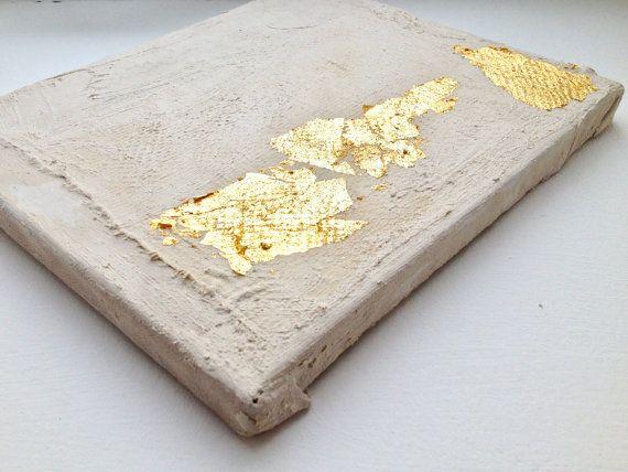 Resumen pintura beige, oro #G14 Yeso masilla, acrílico, oro en la madera La cinta ancha dorada hace interesante esta obra y da su vida. Dependiendo de la Licheinfall, la luz es reflejada y siempre cambiante para hacer los cuadros. Ya que es una combinación de oro puede variar con el tiempo (se oxida) y es parte del proceso! Es una pintura original en madera y por lo tanto único! 20 x 25.5 x 1,8 cm / 2012