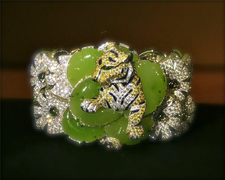 Cartier, Biennale 2012, bracelet-broche, jade néphrite sculpté, diamants jaunes, saphirs verts cabochon, yeux émeraudes, onyx, brillants