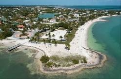 5 free things to do in the Florida Keys focus on nature. Florida Keys residents and visitors enjoy Sombrero Beach Park in Marathon, Fla. The free-admission park includes volleyball courts, picnic pavilions, playground equipment, restrooms and showers.