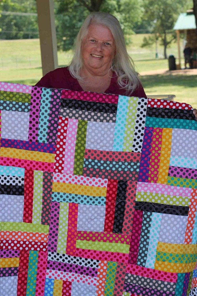 love this scrappy would be fun... partial seaming ... a favorite technique of mine        http://www.quiltingismytherapy.com/2012/06/13/family-reunion/    Family Reunion | Quilting Is My Therapy