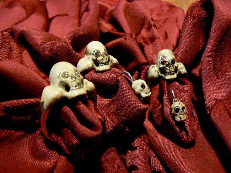 Silver ring enamelled (oven) and Aged Skull Earrings memento Mori Silver and enamel (oven) handmade  Anelli teschio con smalto a forno antichizzati e Orecchini teschio argento 925 antichizzati memento mori con smalto a forno