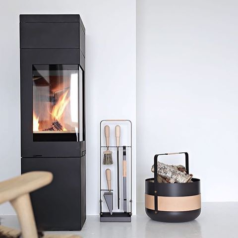 SOON WEEKEND💫 Fireplace accessories by @eldvarm 🔥 and photo by @stylizimoblog 📷 #nordpeis #quadro2new #peis #ovn #vedovn #peiskos #interiør #skandinaviskehjem #nordiskehjem #inspirasjon #inspirasjonsguidennorge #fireplace #stove #woodburningstove #interiorarchitecture #inspo #interior4all #interior123 #scandinaviandesign #nordicinspiration #decoration