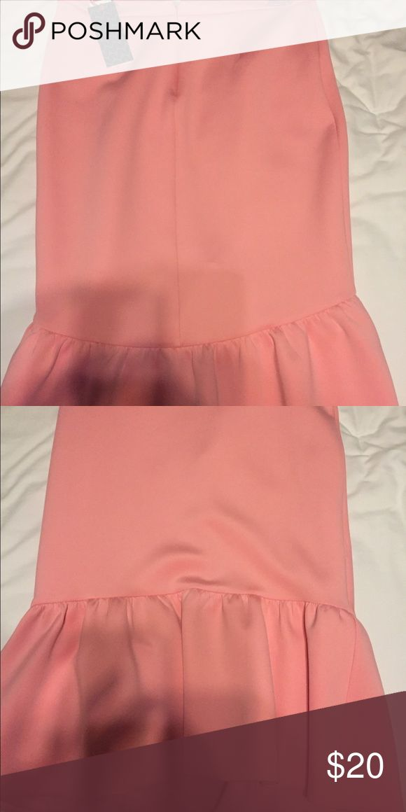 Trumphet skirt salmon colored New with tags trumpet skirt size 6 elle  Skirts