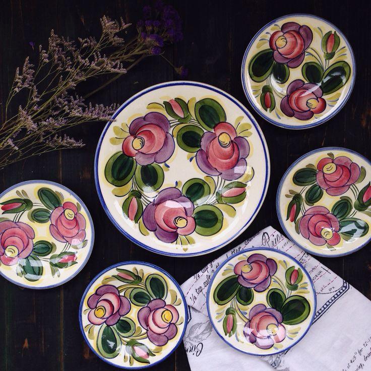 Набор ЗИК Конаково 1970-х гг. с богатейшей росписью и умопомрачительными цветами! Большое глубокое блюдо, диаметр 28 см, пять малых тарелок, диаметр 18 см. Цена набора 7900 руб.