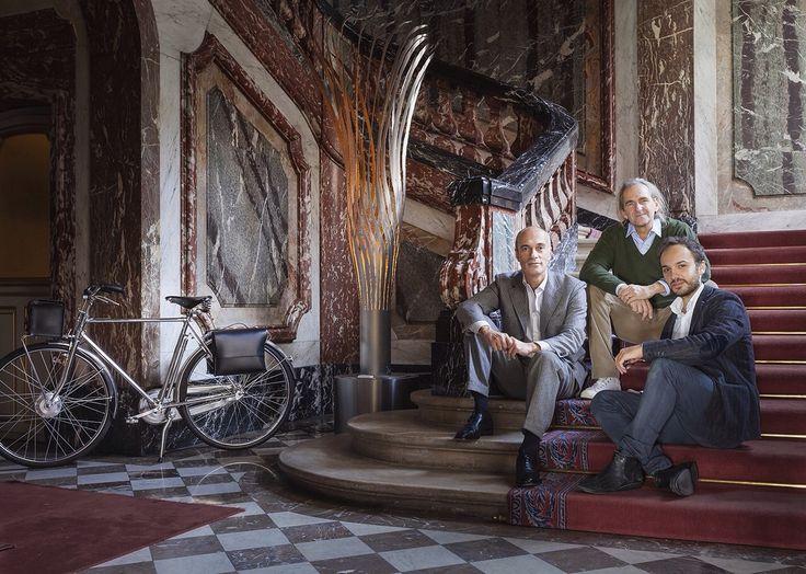 Three men and a bike. This is Velorapida style www.velorapida.com  #ebike #bicycle #bicicletta #elettrica #luxury #style #fashion